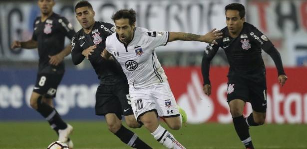 Valdivia em ação no jogo de ida: meia teve atuação de destaque na vitória do time chileno - REUTERS/Ivan Alvarado