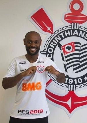 Reforço do Corinthians, Vagner Love posa com a camisa do clube - Reprodução/instagram.com/corinthians