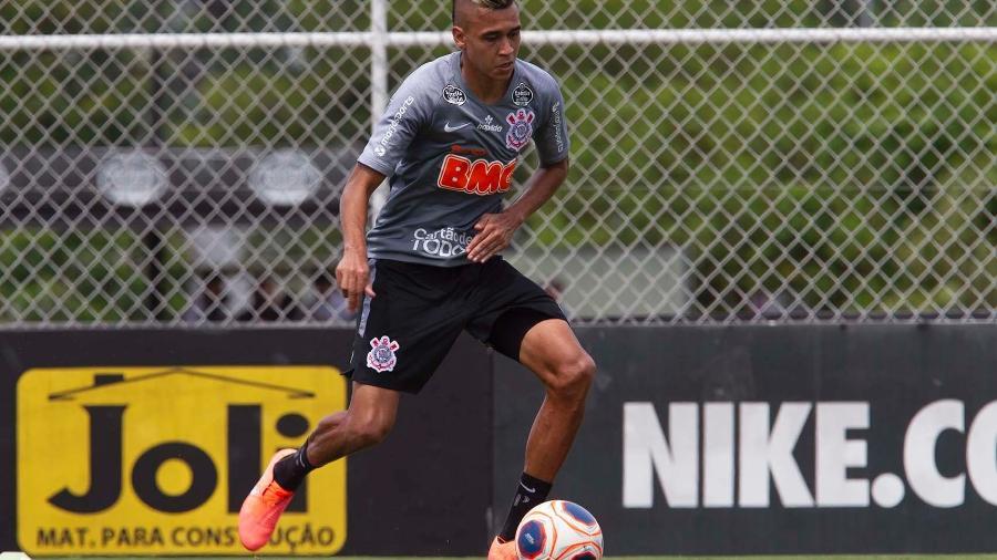 Volante Cantillo está recuperado de Covid-19 e já treina com os demais companheiros no CT Joaquim Grava - Daniel Augusto Jr. / Ag. Corinthians