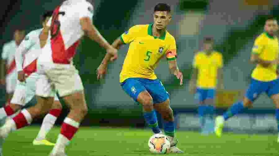 Bruno Guimarães foi um dos destaques do Brasil na vitória por 1 a 0 contra o Peru - Lucas Figueiredo/CBF
