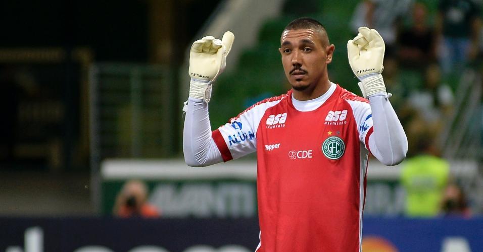 Jefferson comemora após pegar pênalti cobrado por Dudu, na partida entre Palmeiras e Guarani