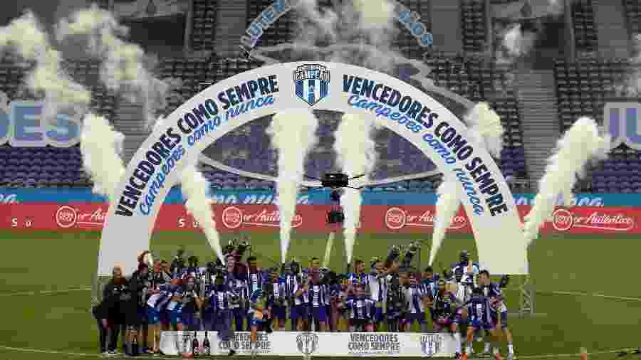 Jogadores do Porto comemoram título português após vitória diante do Sporting - Miguel Riopa/AFP