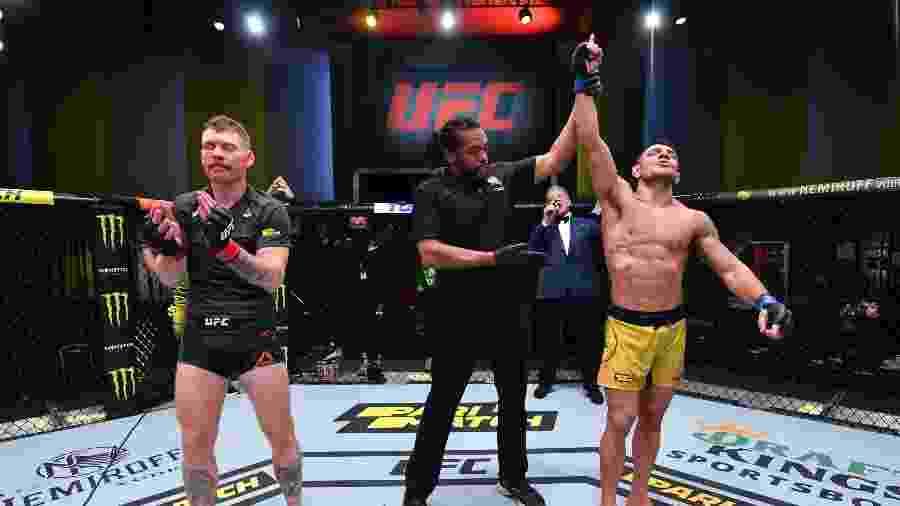 Rafael Dos Anjos ganhou de Paul Felder ontem - Handout/Zuffa LLC via Getty Images