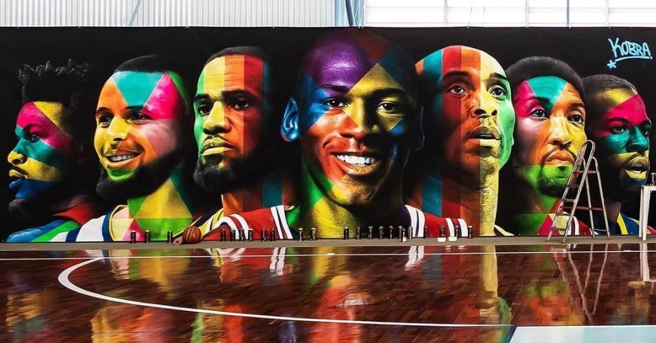 Mural feito por Kobra na quadra de basquete de Neymar