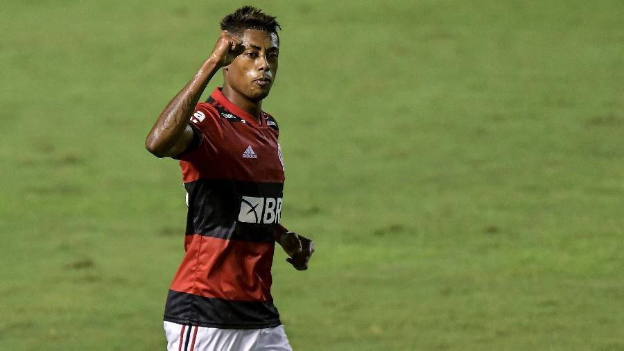 Bruno Henrique comemora gol do Flamengo. Atacante elogiou o time - Thiago Ribeiro/AGIF
