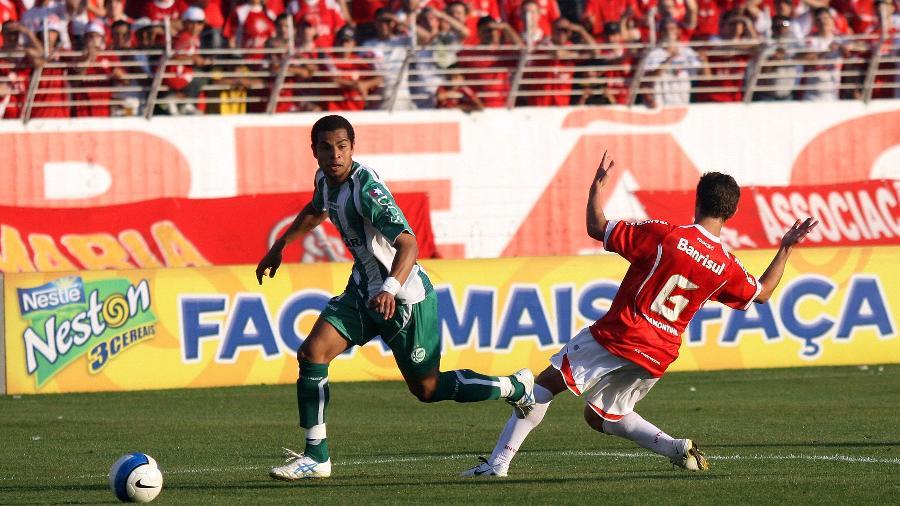 Imagem de duelo entre Juventude e Internacional pelo Brasileirão de 2007 - Fredy Vieira/Folha Imagem