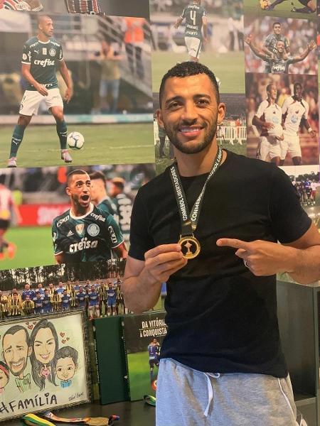 Vitor Hugo, ex-Palmeiras, recebe medalha da Copa Libertadores - Reprodução/Instagram