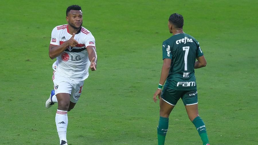 Luan celebra gol pelo São Paulo no duelo com o Palmeiras, pela final do Paulista, no Morumbi - Marcello Zambrana/AGIF