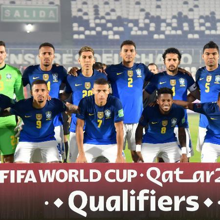 Seleção brasileira perfilada para a partida contra o Paraguai pelas Eliminatórias - Christian Alvarenga/Getty Images