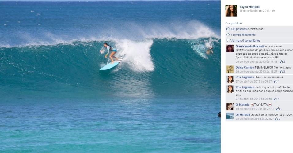 Tayna Hanada, nova namorada de Gabriel Medina, é filha de um fotógrafo de surfe e faz alguns trabalhos como modelo. A moça também gosta de surfar, e muitas vezes pega onda com o namorado, campeão mundial