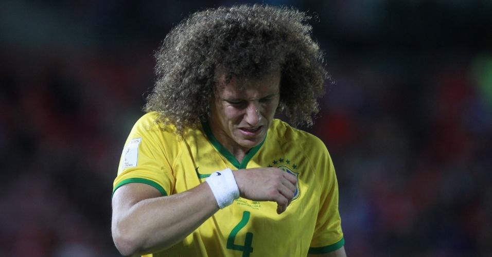 David Luiz faz cara de dor durante o jogo entre Brasil e Chile, na estreia verde-amarela nas Eliminatórias para a Copa do Mundo de 2018