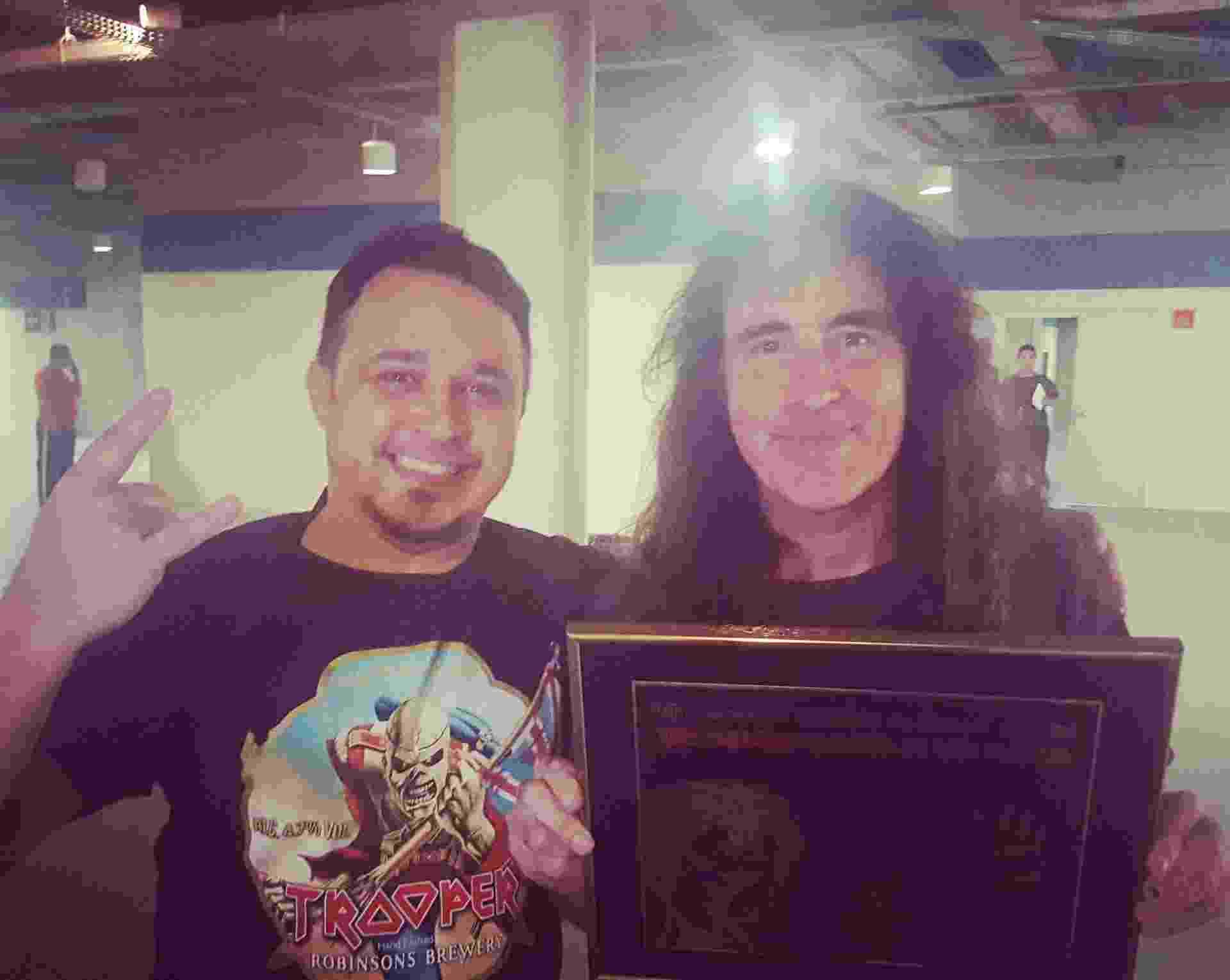Steve Harris recebe placa em alusão a Vasco e ao Iron Maiden - Arquivo Pessoal