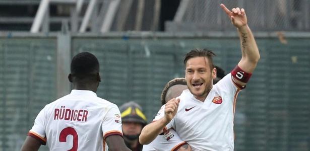 Totti sai do banco para ajudar Roma a garantir empate - Paolo Magni/ANSA