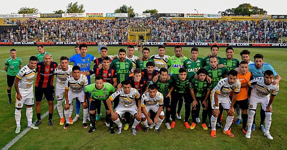 San Lorenzo, derrotado pela Chapecoense na semifinal da Copa Sul-Americana, entrou em campo pelo Campeonato Argentino vestindo camisas originais da equipe catarinense, trocadas entre os atletas após o confronto.
