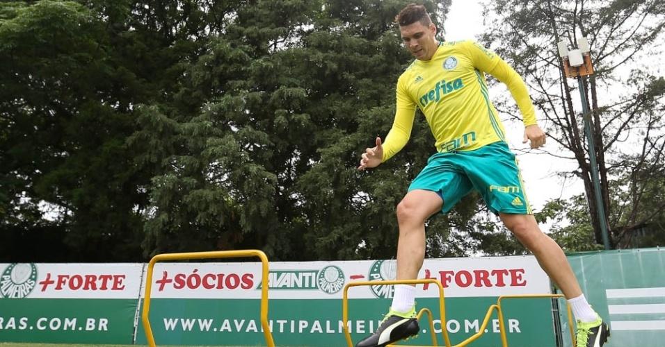 Moisés participa de treino do Palmeiras
