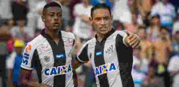 Bruno Henrique e Ricardo Oliveira em ação na partida Santo André e Santos - Flávio Hopp/Estadão Conteúdo - Flávio Hopp/Estadão Conteúdo