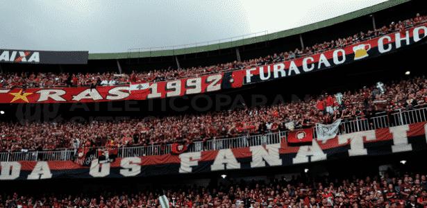 Torcida do Atlético-PR em jogo no Couto Pereira, estádio do Coritiba - Gustavo Oliveira/Site Oficial CAP