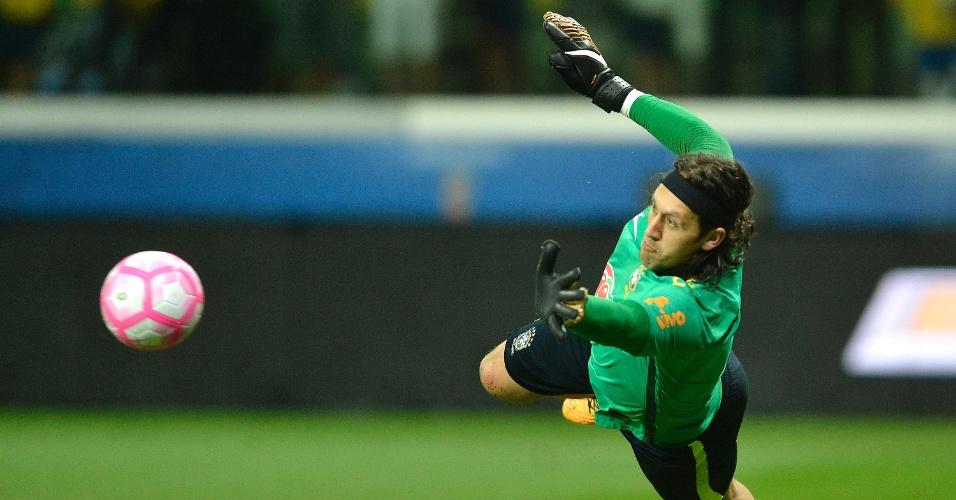 Cássio está à frente na briga por uma vaga na Copa com a seleção