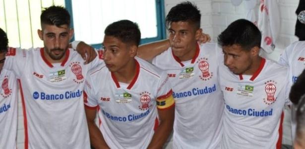Martín Sarrafiore (centro) jogará no Inter B após se destacar na base do Huracán-ARG