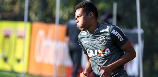 b9b2a7ea84970 Elias muda em campo e ganha torcida do Atlético-MG