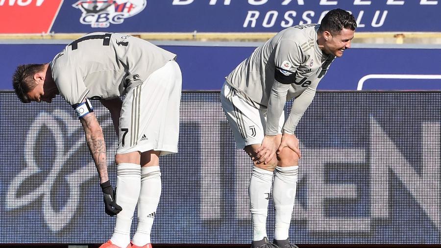 Cristiano Ronaldo e Mandzukic lamenta lance no jogo da Juventus - Tiziana FABI / AFP