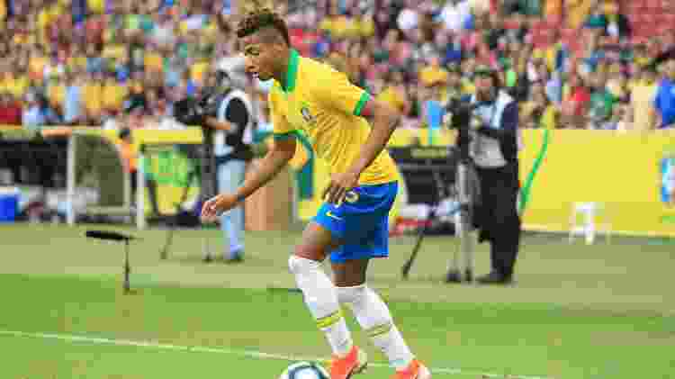 David Neres ocupou a posição de Neymar no time titular armado por Tite contra Honduras - Guilherme Hahn/AGIF