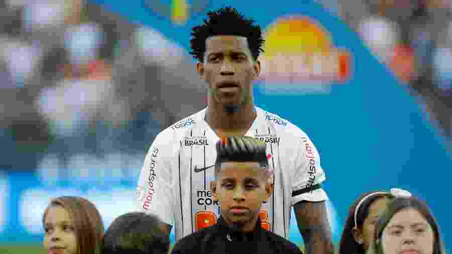 Gil e o filho Carlos Gilberto, durante a partida entre Corinthians e CSA - Daniel Vorley/AGIF