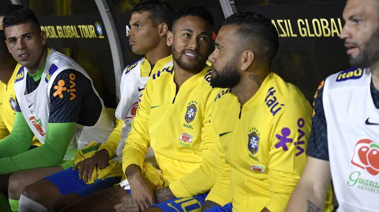 Tite surpreendeu ao iniciar o jogo com Neymar no banco de reservas da seleção brasileira - Kevork Djansezian/AFP