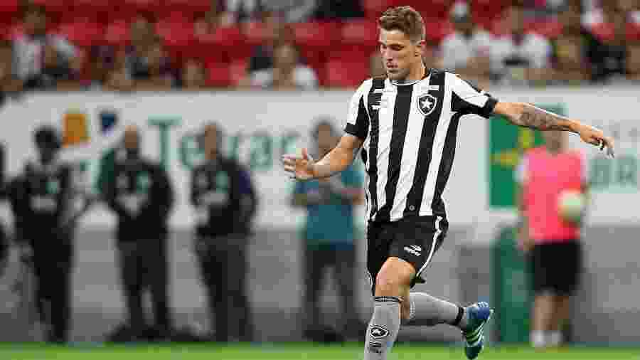 Dierson em partida pelo Botafogo em 2016. Ele atuou 18 vezes, com Ricardo Gomes e Jair Ventura - Vitor Silva/SSPress/Botafogo