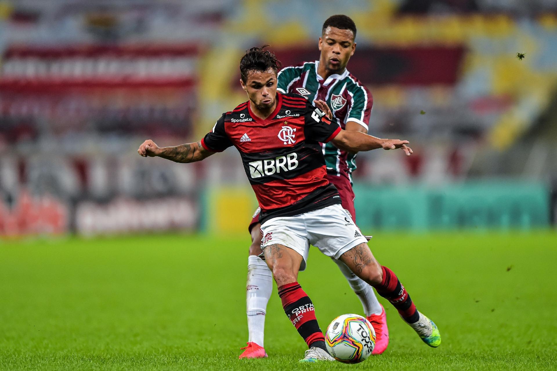Michael, atacante do Flamengo, em ação na final do Carioca 2020 contra o Fluminense