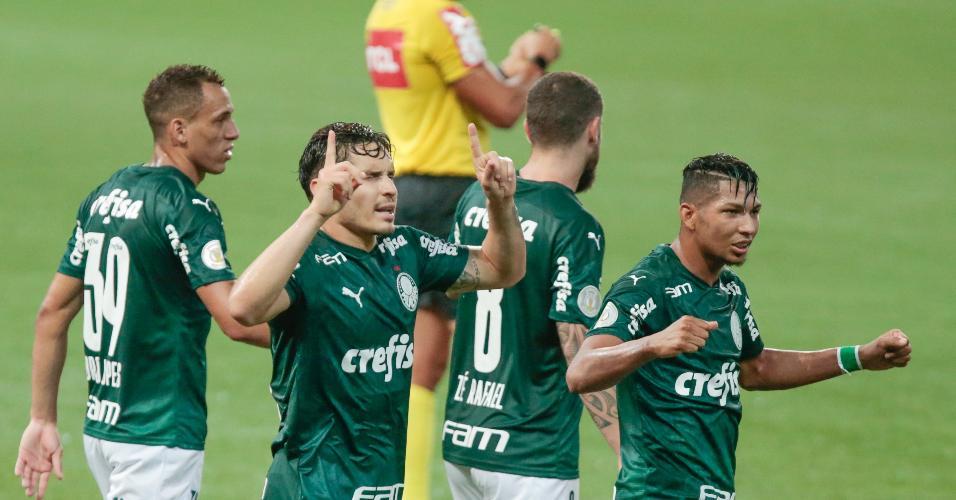 Raphael Veiga comemora gol marcado diante o Grêmio, pelo Campeonato Brasileiro