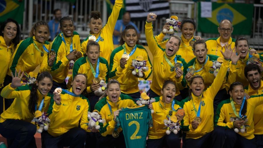 Brasileiras comemoram ouro no handebol feminino contra a Argentina  - Danilo Verpa/Folhapress