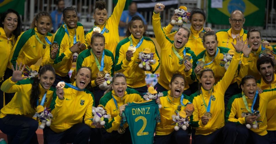 Brasileiras comemoram ouro no handebol feminino contra a Argentina
