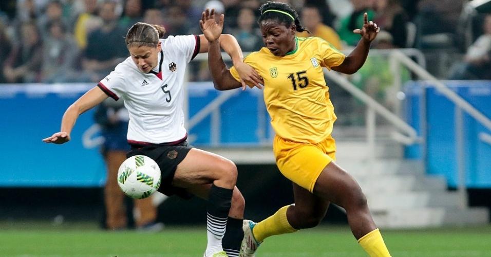 Jogadoras de Alemanha e Zimbábue disputam a bola em partida válida pelo grupo F das Olimpíadas