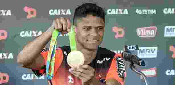 Campeão olímpico deixa o Brasil. Fred c6a4fad2a6665