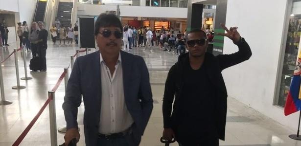 """Andres """"Manga"""" Escobar (direita) com seu empresário a caminho do Rio"""