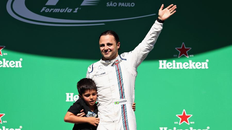 Felipe Massa leva o filho ao pódio em sua última corrida de F-1 no Brasil - Mark Thompson/Getty Images