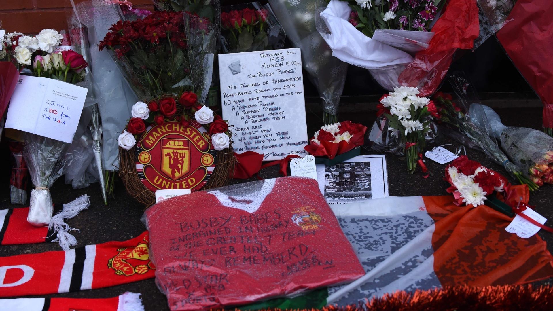 Torcedores do Manchester United homenageia vítimas de acidente aéreo no Old Trafford