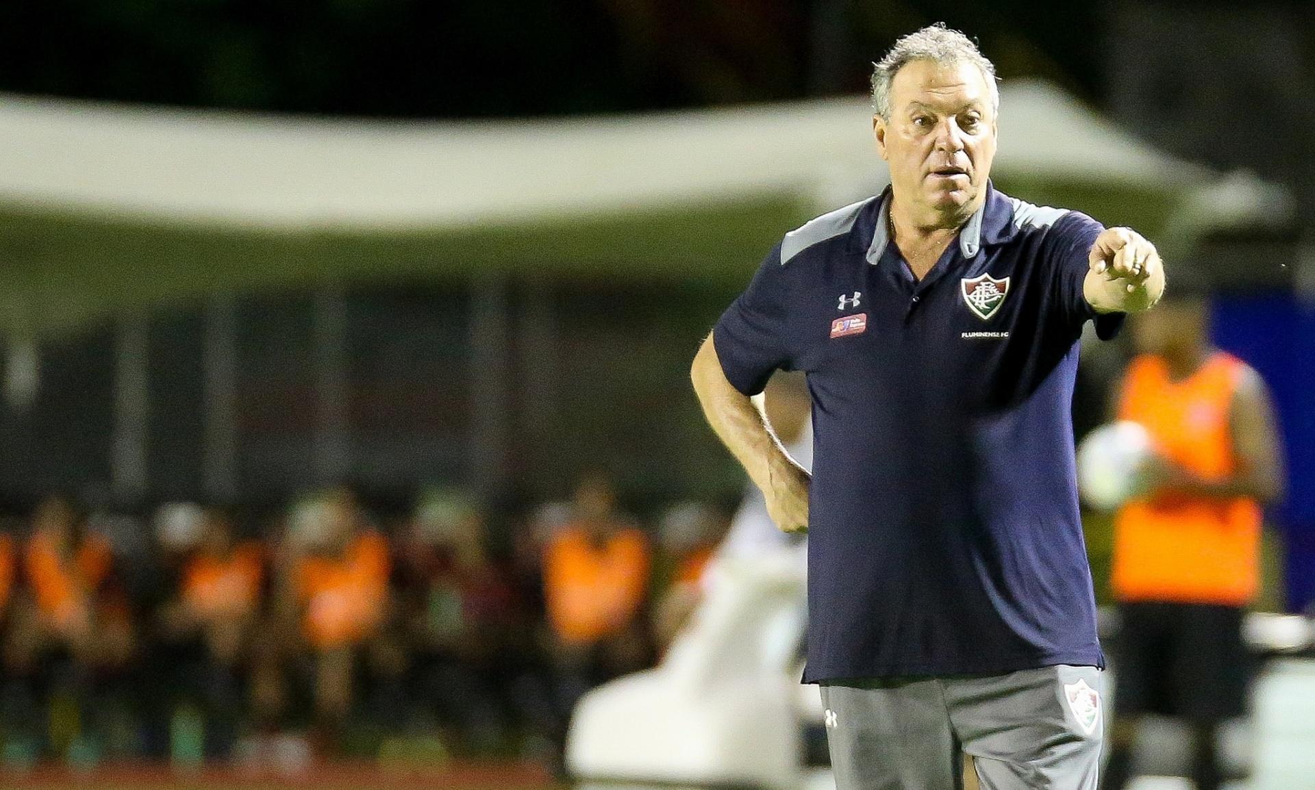 Abel Braga elogia desempenho do Fluminense