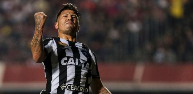 Valencia comemora o gol sobre o São Paulo; jogador reagiu em 2018