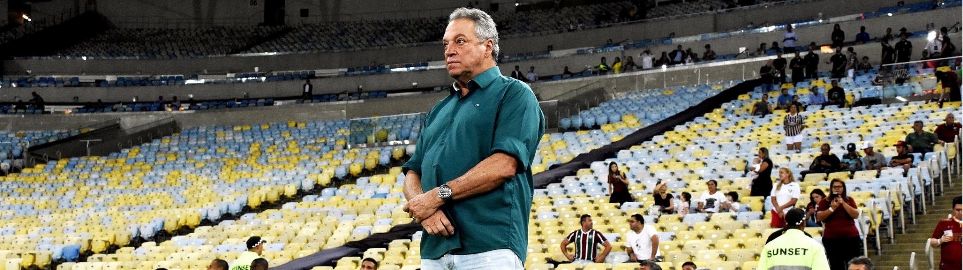 Abel Braga comanda o Fluminense em partida contra o Santos pelo Brasileirão