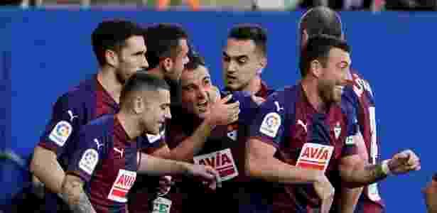 Jogadores do Eibar comemoram o primeiro gol da partida - Vincent West/Reuters - Vincent West/Reuters