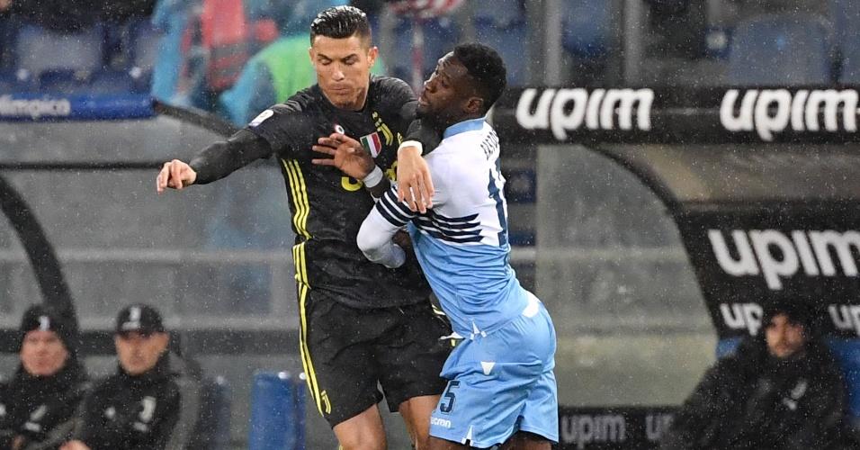 Cristiano Ronaldo enfrenta marcação dura em partida contra a Lazio