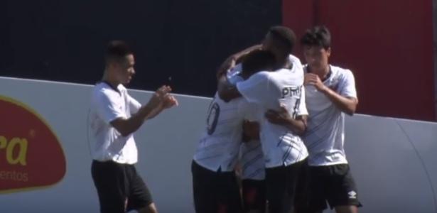Atleticanos comemoram o primeiro gol do Furacão no ano, feito por Erick - Reprodução/TVCAP