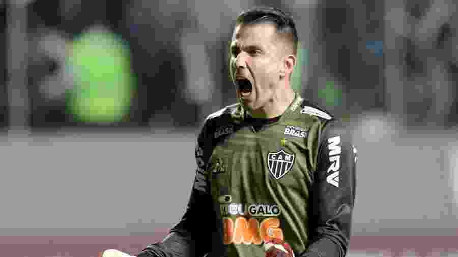 Goleiro Victor brilhou nas cobranças de pênalti e pegou as três cobranças do time chileno no Independência - REUTERS/Washington Alves