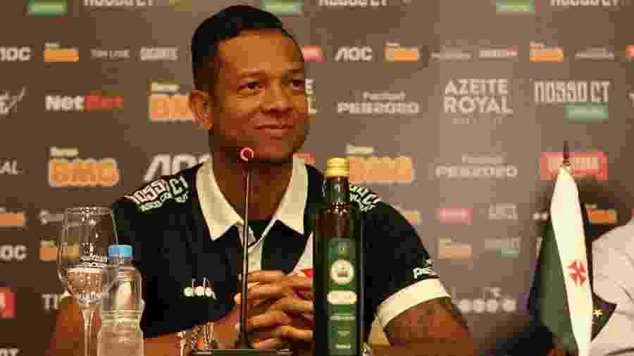 Fredy Guarín é apresentado oficialmente pelo Vasco e vestirá a camisa 13 cruzmaltina - Dikran Júnior / Vasco