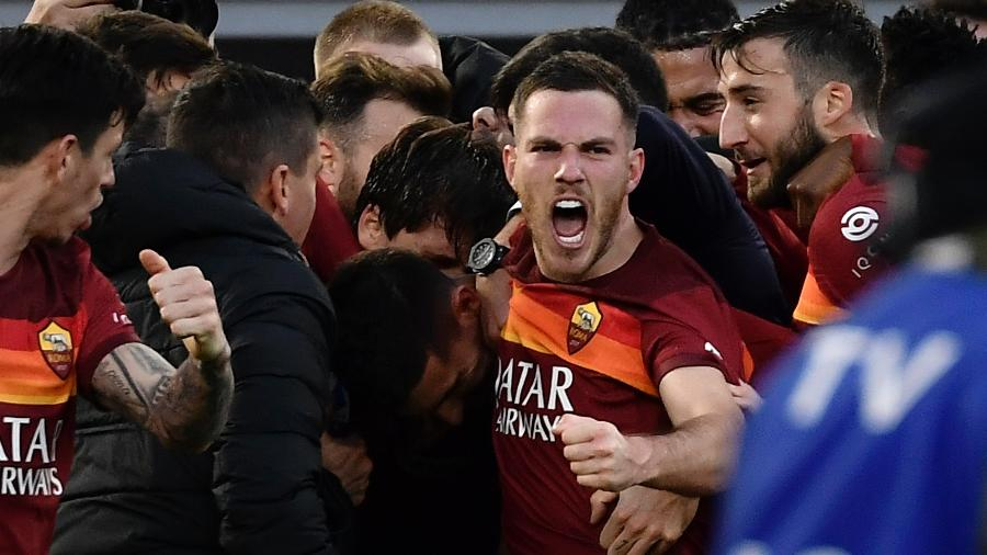 Veretout e companheiros celebram vitória emocionante -  Filippo MONTEFORTE / AFP