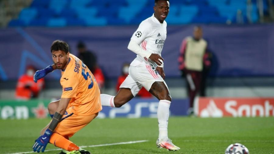 Vinícius Junior perde gol incrível em jogo do Real Madrid contra a Atalanta pela Liga dos Campeões - Oscar J. Barroso / Europa Press Sports via Getty Images