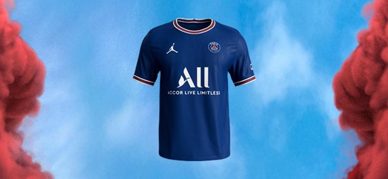 Novo uniforme tem azul como cor predominante e reúne detalhes brancos e vermelhos na gola e nas mangas - Reprodução/PSG