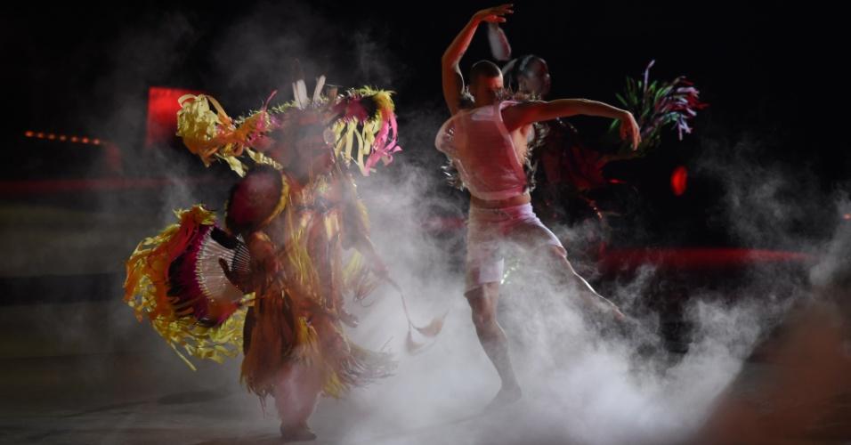 Artistas fazem apresentação durante o encerramento do Pan de Toronto